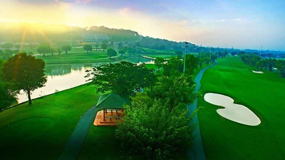 Buổi sáng sớm tại sân Golf